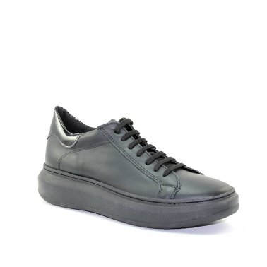 Eclipse - Sneakers in pelle nera con talloncino in vernice nera